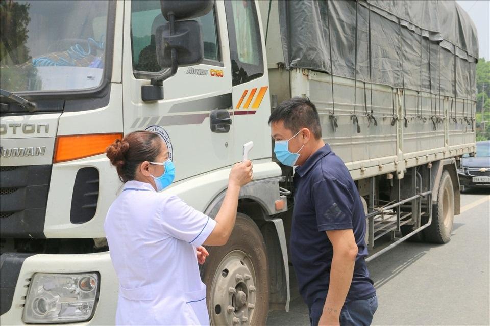 Sở Giao thông Vận tải Bình Dương cũng yêu cầu người lái xe, người bốc xếp dỡ hàng hóa theo xe, phải thực hiện nghiêm các biện pháp phòng, chống dịch theo quy định của Bộ Y tế và chính quyền địa phương.