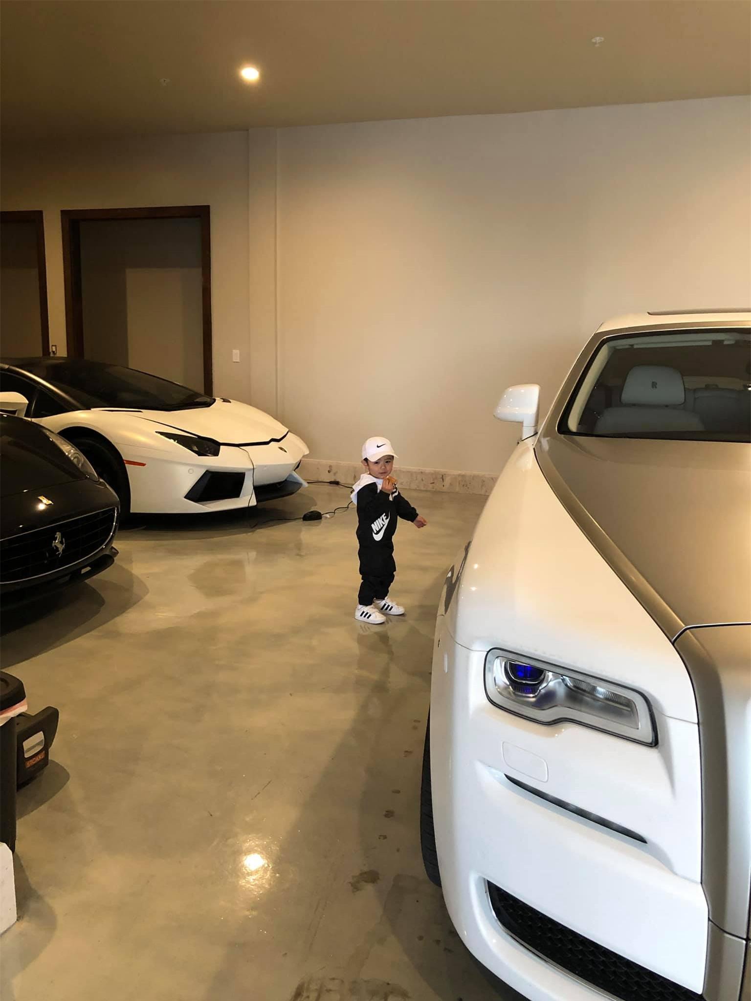 Bộ sưu tập siêu xe, xe siêu sang triệu USD của vợ chồng Thủy Tiên - Đan Trường thuở còn mặn nồng - Ảnh 4.