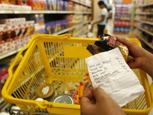 """8 thói quen cần tránh để không """"mất tiền oan"""" khi đi mua sắm - Ảnh 2."""