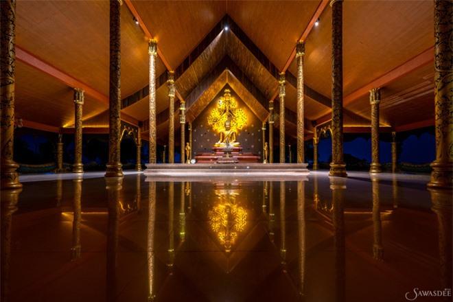 Giải mã ngôi chùa phát sáng kỳ lạ trong đêm: Bên trong chứa tượng Phật đẹp nhất xứ sở chùa vàng - Ảnh 1.