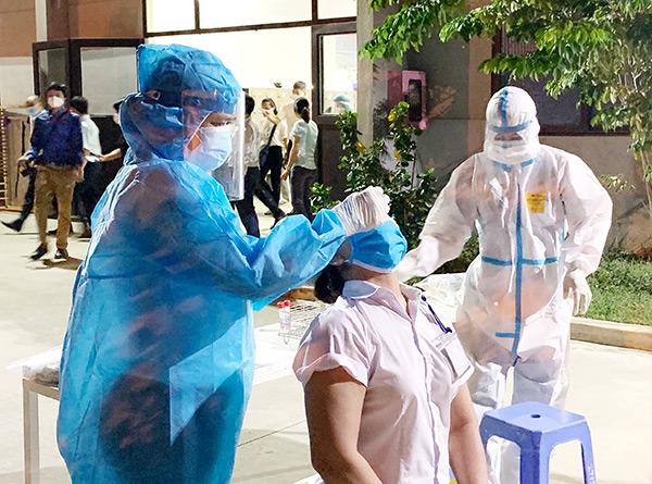 Quận Liên Chiểu (TP Đà Nẵng) tăng tốc lấy mẫu xét nghiệm nhằm sớm cắt đứt chuỗi lây nhiễm từ Công ty TNHH điện tử Việt Hoa