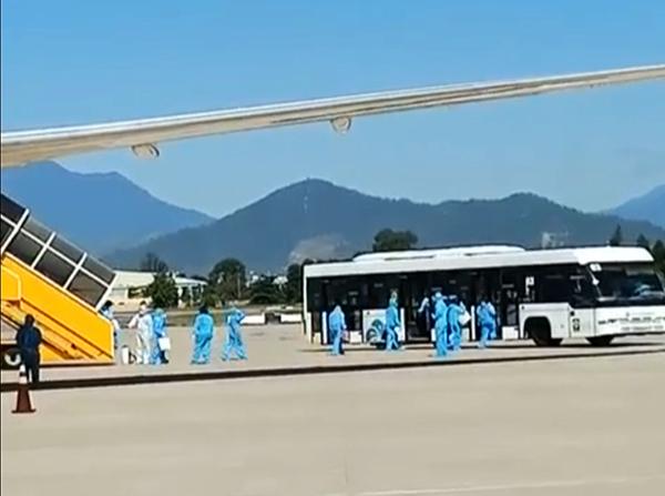 Sân bay Đà Nẵng tiếp đón người đến/về từ vùng dịch