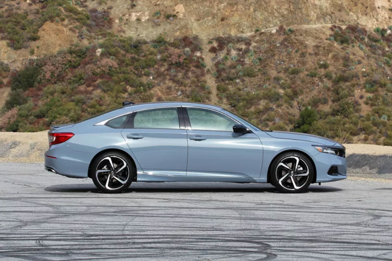 8. Honda Accord 2021.