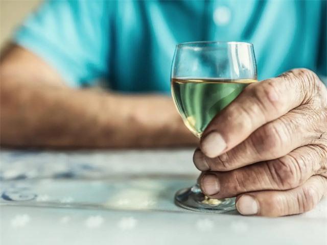 Sử dụng đồ uống có cồn làm tăng nguy cơ ung thư - Ảnh 1.