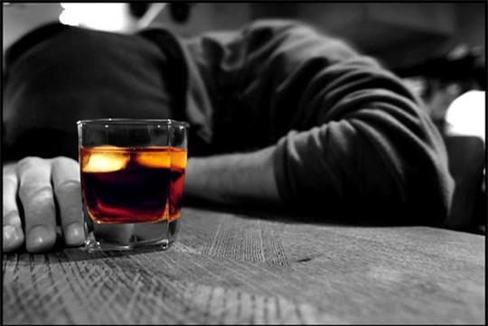 Sử dụng đồ uống có cồn làm tăng nguy cơ ung thư - Ảnh 2.