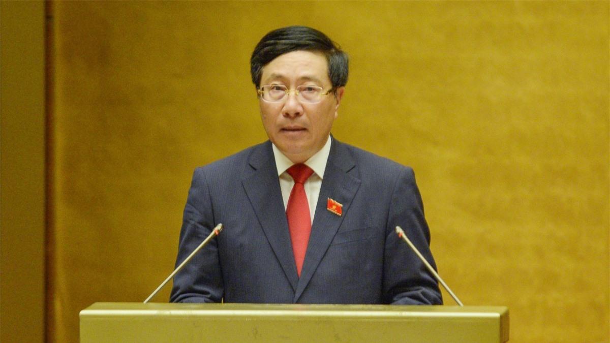 Phó Thủ tướng Phạm Bình Minh trình bày Báo cáo của Chính phủ tại kỳ họp thứ nhất Quốc hội khóa XV.