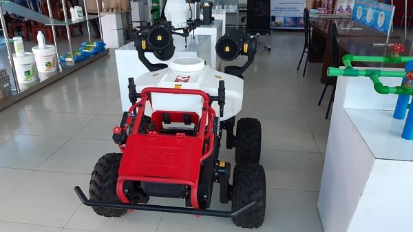 Hình ảnh robot RG 150 tại cửa hàng trưng bày.