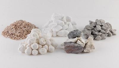 Nguyên liệu để chế tạo sứ dưỡng sinh Minh Long là một hỗn hợp khoáng đặc biệt, bao gồm hơn 10 loại đất, đá, khoáng sản khác nhau