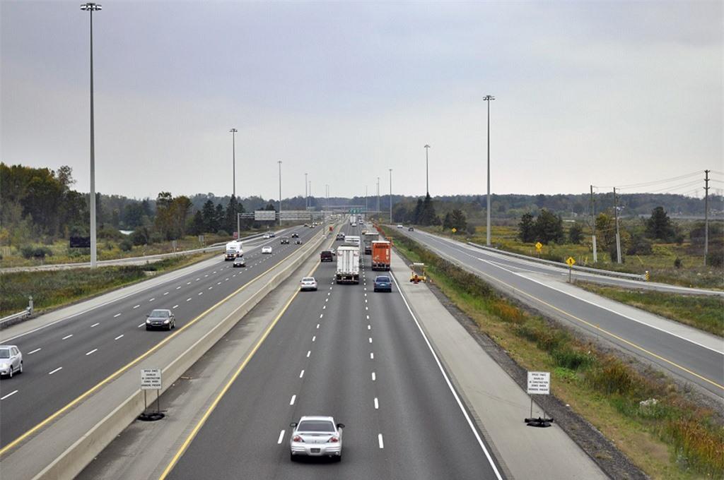 lái xe trên đường cao tốc