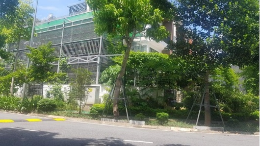 Nhà kết cấu giàn thép 2 tầng đồ sộ tại một căn biệt thự khác.