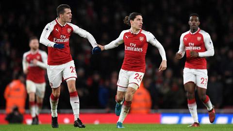 Arsenal mạnh tay bán, rón rén mua