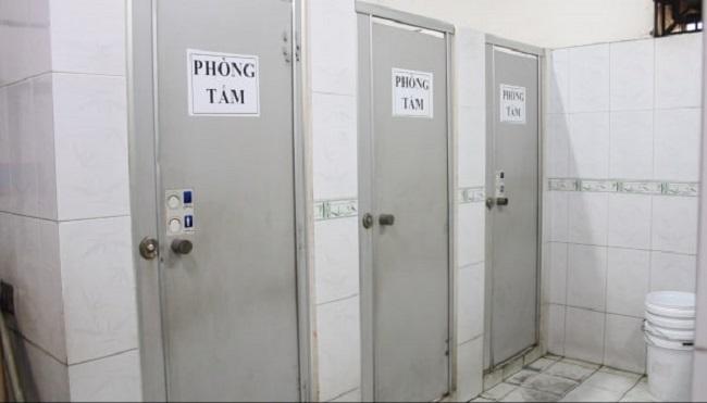 Khu vực phòng tắm sạch sẽ, thoáng mát.