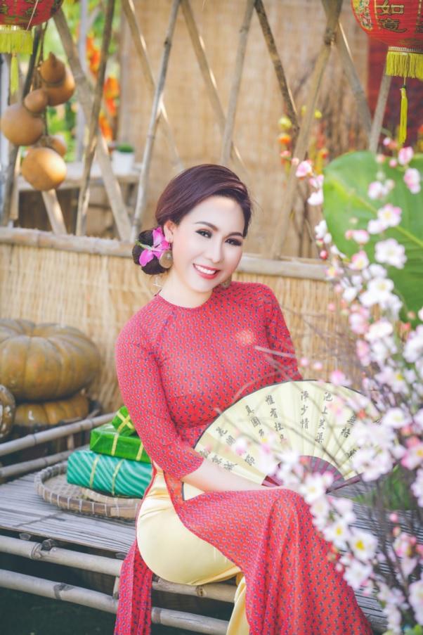 Áo dài là một trong những trang phục yêu thích của người đẹp Kim Chi.