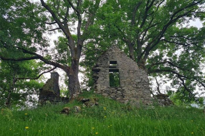 Ngôi làng đầy tàn tích cổ xưa nổi tiếng với những lời tiên tri chuẩn xác