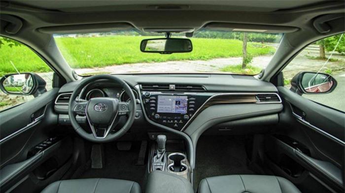 Giá xe Toyota Camry tháng 7/2021: Giảm 25 triệu đồng 2
