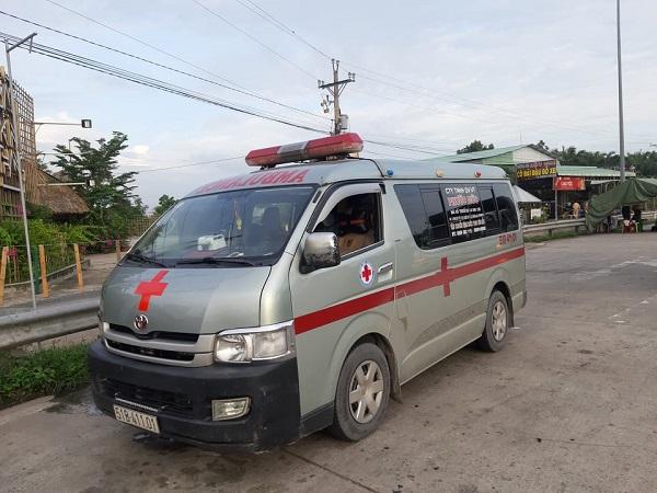 Tiền Giang: Xe cứu thương lợi dụng quyền ưu tiên chở người nhà né chốt kiểm dịch