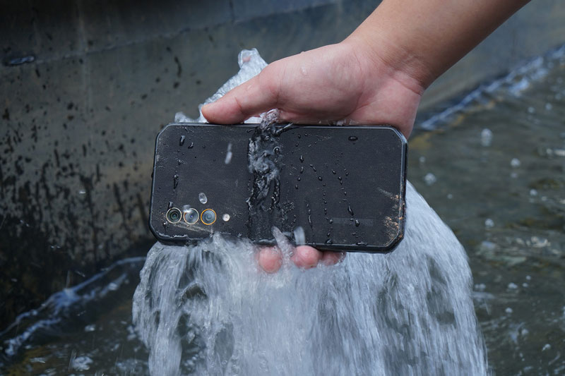 Smartphone 5G, RAM 8 GB, pin 5.280 mAh, chống nước, giá gần 10 triệu đồng
