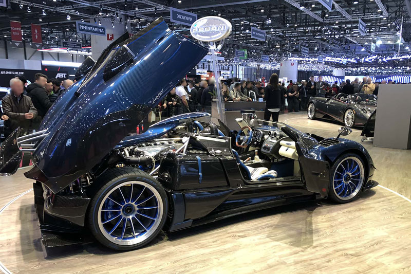 =1. Pagani Zonda HP Barchetta (789 mã lực). Khối động cơ V12 dung tích 7,3 lít do Mercedes-Benz sản xuất được sử dụng trên Zonda HP Barchetta cho công suất tối đa 789 mã lực và mô-men xoắn cực đại 850 Nm.