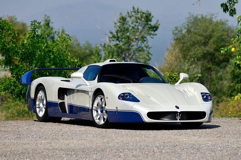 10. Maserati MC12 (621 mã lực). Động cơ V12 6 lít của MC12 có công suất 621 mã lực và mô-men xoắn 652 Nm.