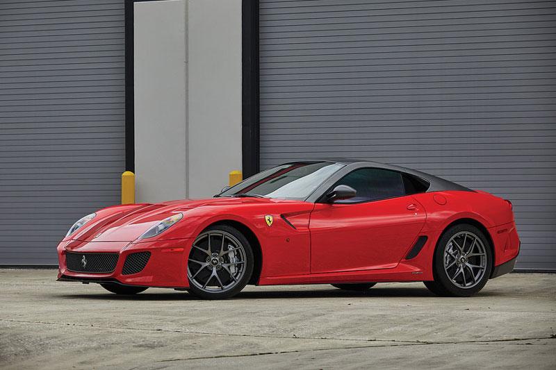 =6. Ferrari 599 GTO (661 mã lực). 599 GTO được trang bị động cơ V12 6 lít, sản sinh công suất 661 mã lực, sức kéo mô-men xoắn 620 Nm.
