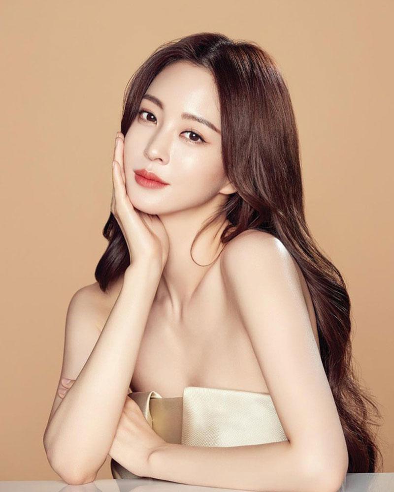 10. Han Ye Seul. Han Ye Seul nhiều lần trở thành gương mặt được các cô gái yêu thích nhất tại các bệnh viện phẫu thuật thẩm mỹ.