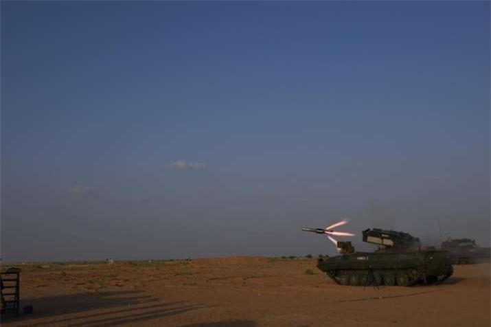 Tên lửa NAG được phát triển theo chương trình phát triển tên lửa dẫn đường có thể tích hợp với nhiều hệ thống vũ khí (IGMDP) cùa Bộ Quốc phòng Ấn Độ, liên quan đến 4 loại tên lửa khác gồm Agni, Akash, Trishul và Prithvi.