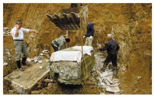 Ngôi mộ bé gái 5 tuổi được khai quật ở Sơn Đông cùng chiếc áo cưới đính vàng, các chuyên gia hét lên sau khi danh phận cô bé được xác nhận! - Ảnh 1.