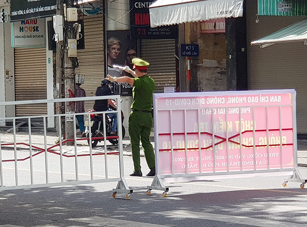 Chủ tịch UBND TP Đà Nẵng đề nghị Công an TP giảm bớt số chốt kiểm soát phòng dịch trên các đường phố, mà nên tăng cường công tác tuần tra kiểm soát, nhắc nhớ người dân chấp hành quy định giãn cách