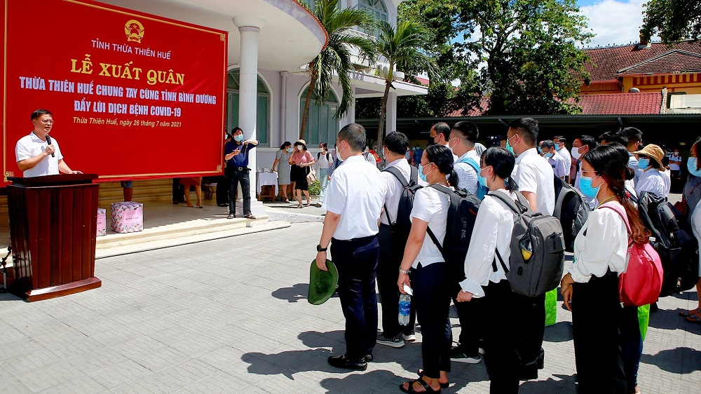 Phó Chủ tịch UBND tỉnh Thừa Thiên Huế Nguyễn Thanh Bình cảm ơn, ghi nhận, đánh giá cao tinh thần xung kích, tình nguyện của các y, bác sĩ, cán bộ, nhân viên y tế, sinh viên tình nguyện lên đường làm nhiệm vụ tại tỉnh Bình Dương.
