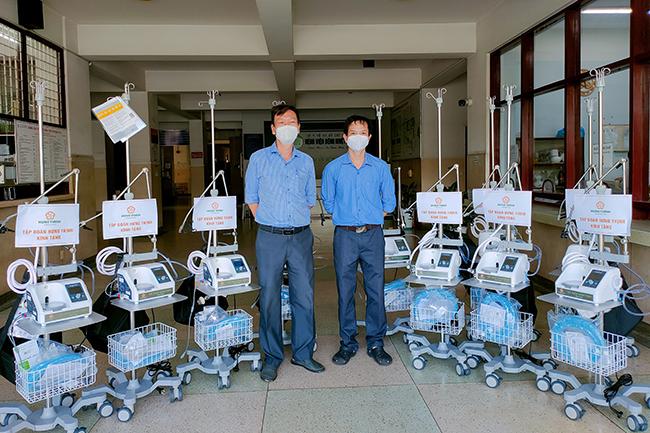 200 máy thở oxy dòng cao đã được Tập đoàn Hưng Thịnh trao tặng trực tiếp đến các bệnh viện