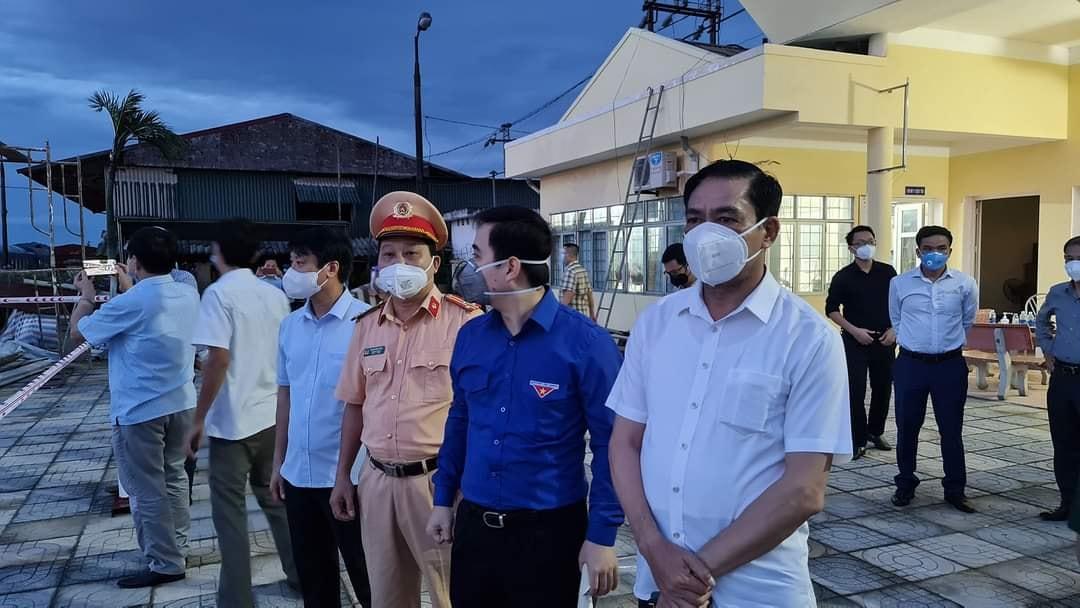 Chủ tịch UBND tỉnh Hà tĩnh đón công dân tại ga Yên Trung