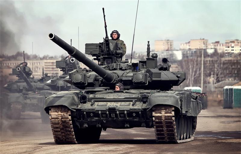 Theo tạp chí Mỹ, lực lượng tăng thiết giáp Mỹ lần đầu được trang bị chiếc M-1 Abrams đầu tiên từ năm 1980. Để thích nghi với chiến tranh hiện đại, loại tăng này đã trải qua nhiều lần nâng cấp với giáp, bộ chuyển động, hệ thống vũ khí... Abrams được trang bị pháo chính cỡ nòng 120mm, hệ thống điều khiển điện tử, hệ thống vũ khí có thể điều khiển từ xa và lớp áo giáp nhiều lớp với các vật liệu đặc biệt.