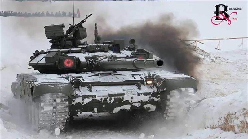 Trong khi đó, Nga phát triển nguyên mẫu T-14 dựa trên khung gầm Armata, tuy nhiên loại xe này lại dựa trên thiết kế của mẫu T-90A, tạp chí Mỹ tiết lộ và cho biết thêm rằng, cho tới thời điểm này, T-90A vẫn là loại tăng mạnh cả về công và thủ. Sức mạnh và độ tin cậy của dòng tăng này đã được chứng minh qua thực chiến tại chiến trường Syria khi nó vẫn sống tốt dù những chiến tăng này bị trúng tên lửa TOW không ít lần.