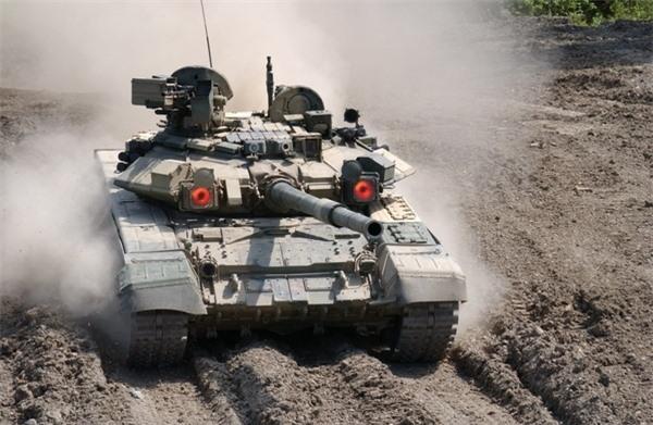 Dù đứng chót vót trên bảng xếp hạng nhưng năng lực trong thực chiến của tăng Mỹ khác xa với T-90. Theo số liệu thống kế của trang RIAN, số lượng các xe tăng chiến đấu chủ lực Abrams do Mỹ cấp cho Quân đội Iraq đang giảm nhanh tột độ, sau khi hàng tá xe tăng loại này bị tên lửa của phiến quân nướng chín trong các trận chiến.