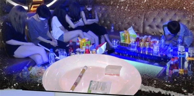 Nhiều đối tượng sử dụng ma túy trong quán karaoke bất chấp dịch COVID-19 - Ảnh 1.