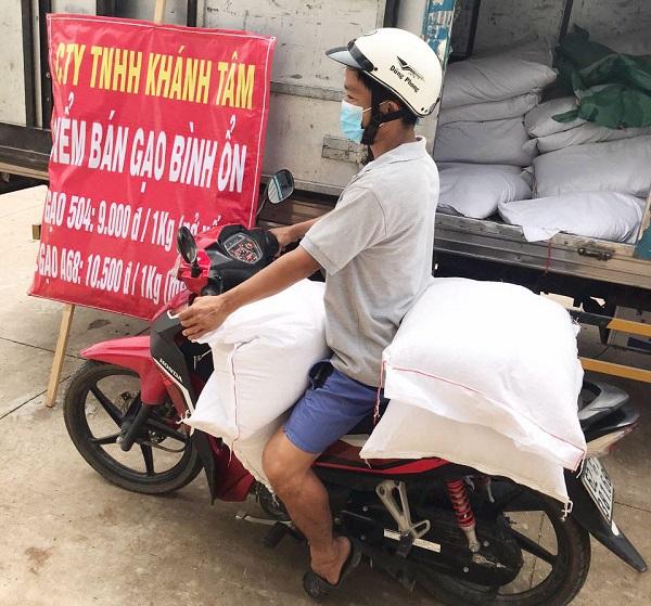 Long An: Doanh nghiệp bán gạo giá bình ổn giá 9.000 đồng/kg