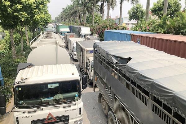 Đề nghị Hà Nội tạo thuận lợi cho xe chở hàng thiết yếu qua chốt