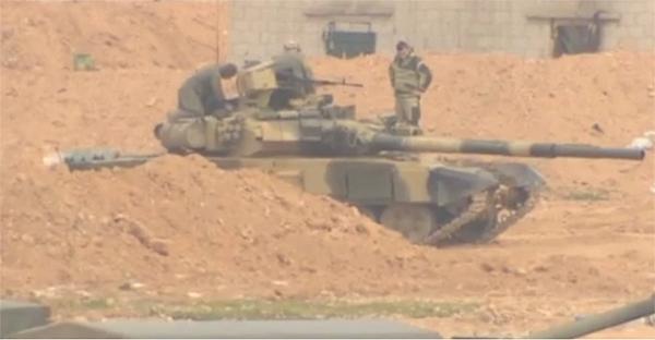 Từ khi tham gia tấn công khủng bố tại Syria, đã có ít nhất 6 lần IS dùng tên lửa TOW tấn công T-90A nhưng chưa một lần chiến tăng này bị phá hủy. Lần đầu tiên là vào tháng 2/2016, khi đó chiếc T-90A đã trúng tên lửa ngay mặt trước tháp pháo, nhưng lớp giáp phản ứng nổ Kontact-5 giúp nó chỉ thiệt hại nhẹ. Hình ảnh ghi nhận được công bố cho thấy lớp giáp Kontact-5 này đã hoạt động tốt khi chiếc T-90A bị trúng quả tên lửa TOW.