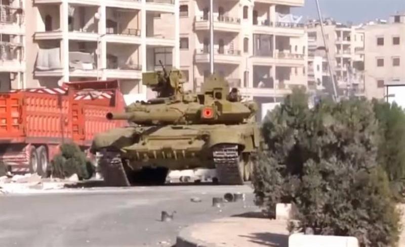 Có thể nói T-90A đã sống sót một cách ngoạn mục sau cú đòn. Và mới đây nhất là hồi tháng 4/2017, phiến quân IS tiếp tục dùng tên lửa TOW đánh trúng sườn 1 chiếc T-90A. Tuy nhiên, sau khi ăn trọn quả đạn, xe tăng Nga vẫn di chuyển bình thường như không hề có chuyện gì xảy ra. Ảnh trong bài: Tăng T-90A.