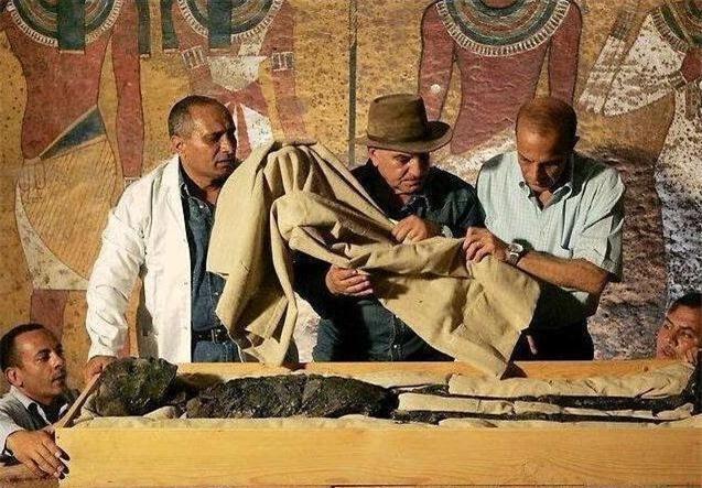 Kể từ khi quan tài của vị vua Ai Cập cổ đại được mở ra, thành viên đoàn khảo cổ lần lượt chết kỳ quái: Ám lời nguyền? - Ảnh 4.