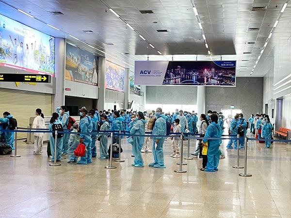 """Gần 2 năm qua có tới 80% chuyến bay """"giải cứu"""" quốc tế đưa công dân Việt Nam từ nước ngoài trở về đổ dồn vào sân bay Đà Nẵng, và nay thêm các chuyên giai """"giải cứu"""" quốc nội cho các tỉnh trong khu vực"""