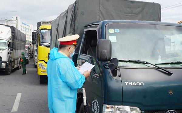 """Bộ Giao thông vận tải: Tạo thuận lợi cho xe chở hàng thiết yếu chưa được cấp """"luồng xanh"""" do mạng bị tấn công"""