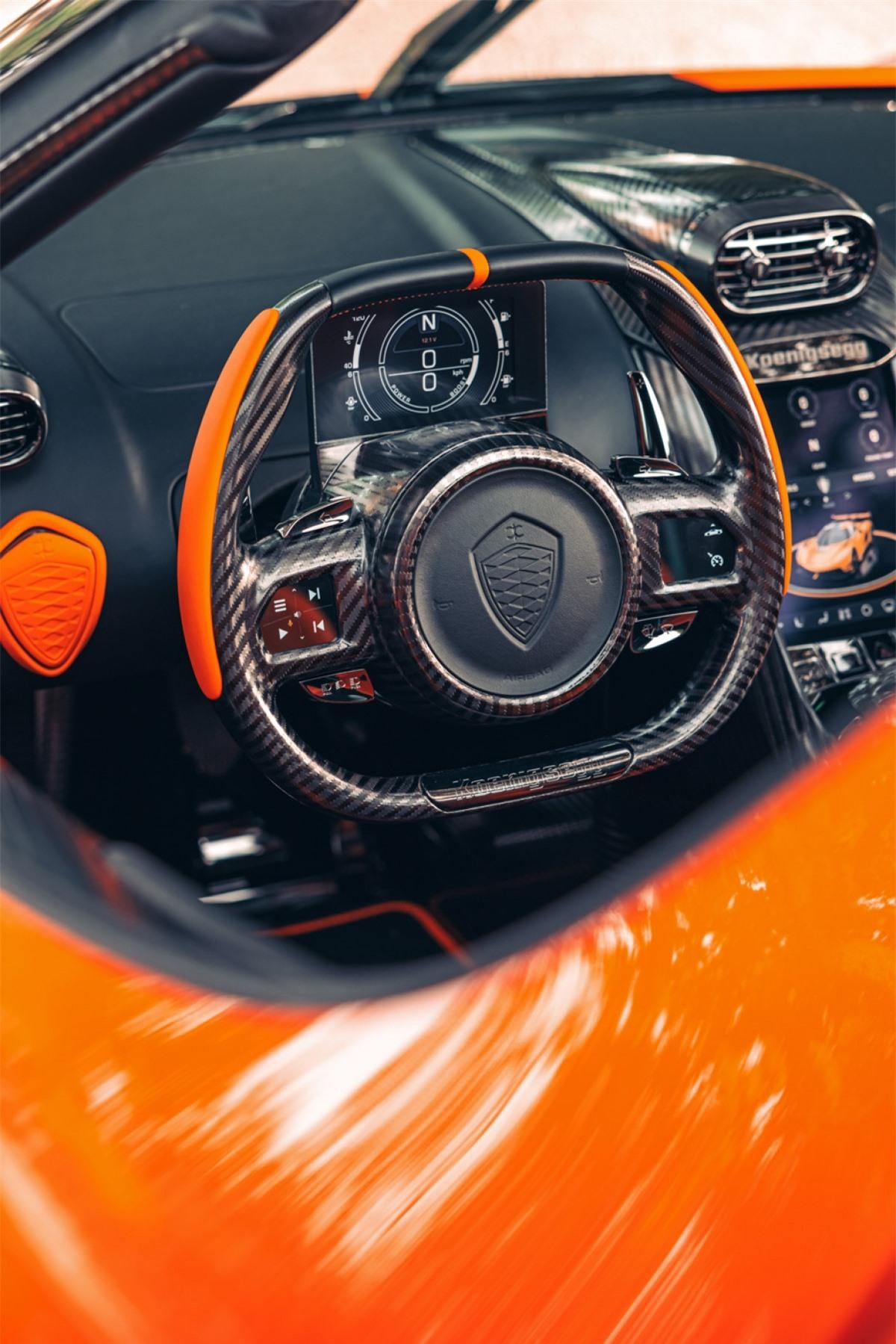 Xe sử dụng hộp số 9 cấp mới có tên gọi Lightning Speed Transmission.