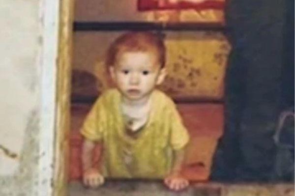 Bé trai 2 tuổi bị mẹ bỏ bê phải sống với dê từ thuở lọt lòng, đến khi được ứng cứu đã thân tàn ma dại, hành xử như loài vật