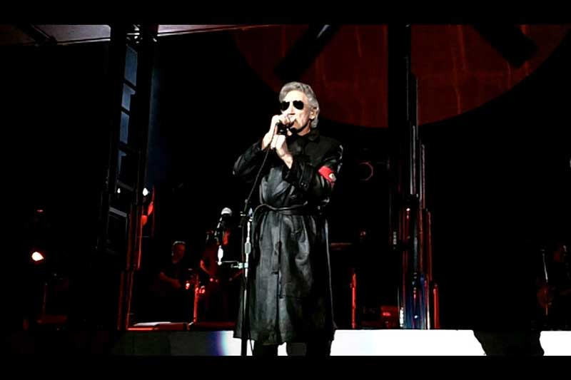 6. The Wall Live (Roger Waters) - Doanh thu: 458.673.798 USD.