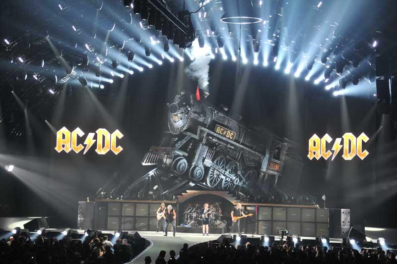 7. Black Ice World Tour (AC/DC) - Doanh thu: 441.121.000 USD.
