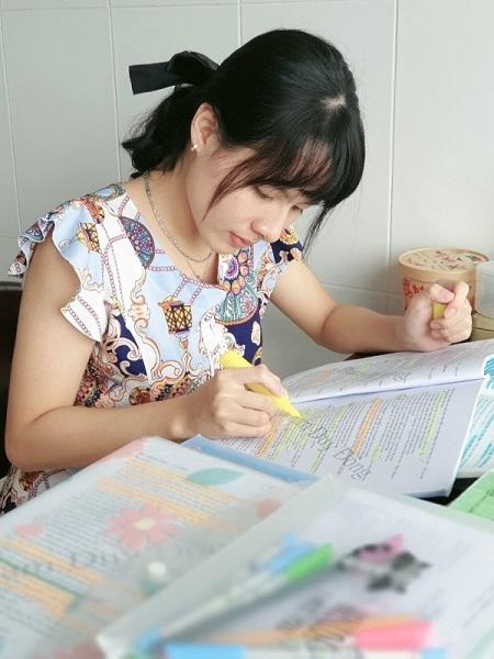 Khánh Quân luôn học hỏi thầy cô để tìm ra phương pháp học tập hiệu quả nhất cho bản thân (Ảnh: Nhân vật cung cấp).