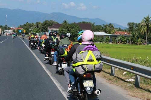 Nhiều tỉnh dừng tiếp nhận người dân từ vùng dịch tự ý đi về quê