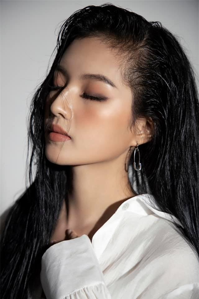 Chân dung nữ diễn viên bị khán giả đòi thay vai trong Hương vị tình thân - Ảnh 12.