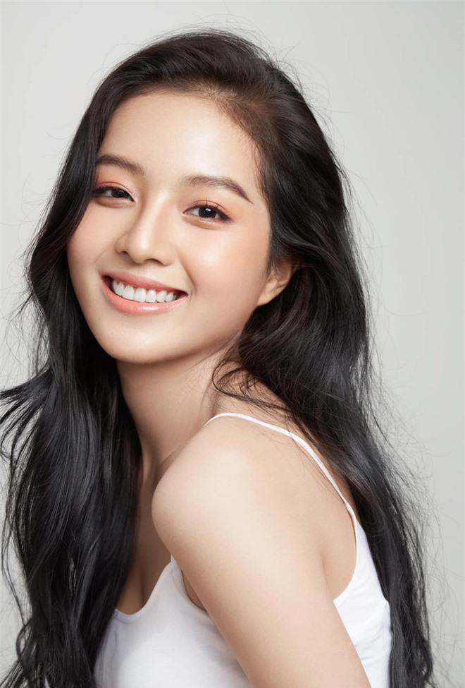 Chân dung nữ diễn viên bị khán giả đòi thay vai trong Hương vị tình thân - Ảnh 4.